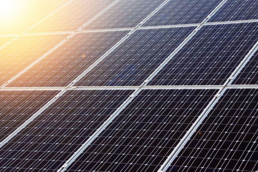 Panneaux solaires (photo de Vera Kratochvil sur Public Domain Pictures)